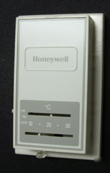 New honeywell heating thermostat T834H 1074 in box
